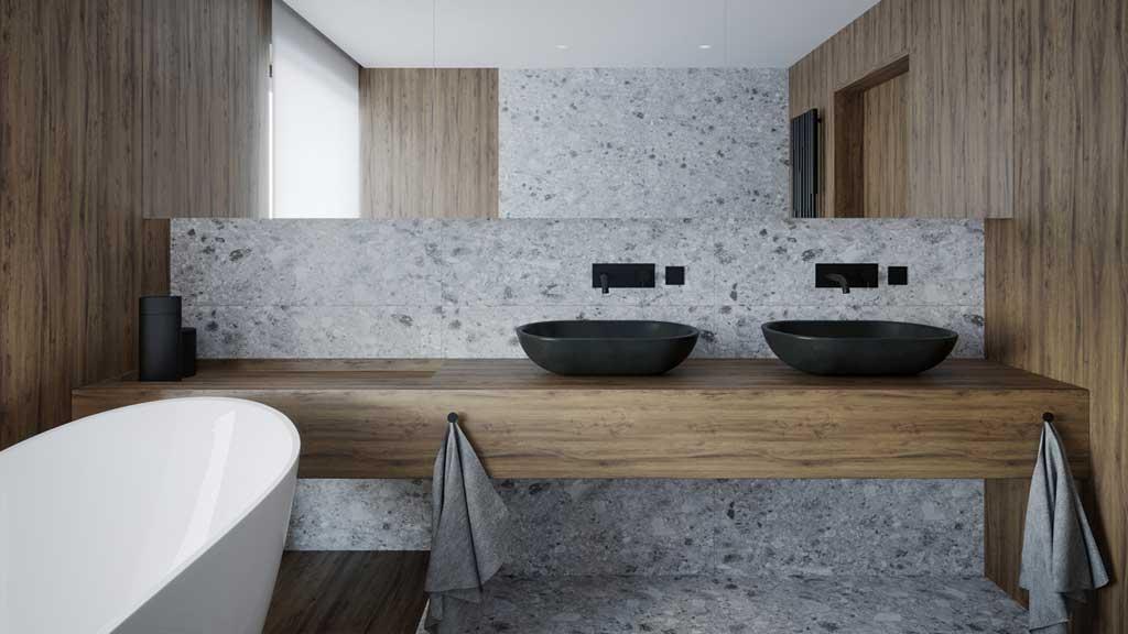 łazienka z kamieniem naturalny, łazienka z drewnem, aranżacja jasnej łazienki z wanną wolnostojąca, symetryczna biała wanna akrylowa, dwie umywalki z kamienia naturalnego, beżowa łazienka
